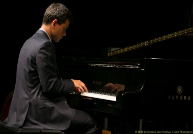 Professional Pianist Turns Any Song into Sheet Music