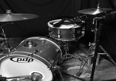 """Acoustic """"Unplugged"""" style drumkit"""